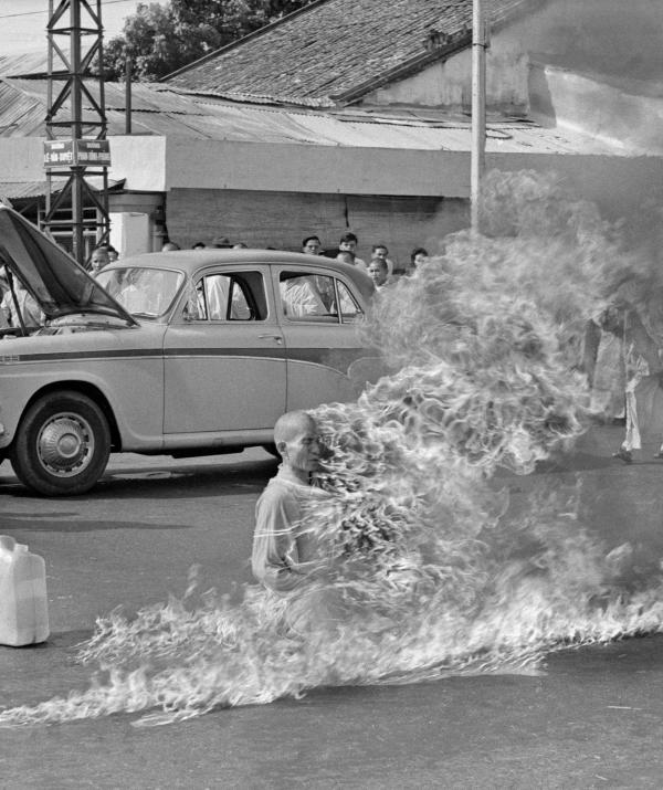 Tu học Phật pháp - Mùa lửa từ bi