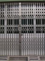 Cánh cửa sắt